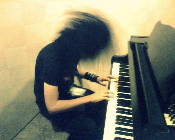 hardcore_piano_by_xlivingdeadgirl